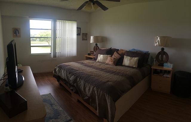 Kvalitní spánek vyžaduje kvalitní ložnici. Jakých chyb se vyvarovat?