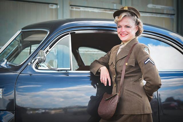 žena v uniformě.jpg
